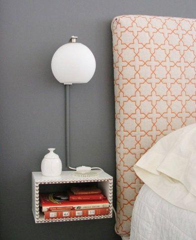 Para a sua cabeceira de madeira, que tal revesti-la com tecido e espuma? Neste projeto, a peça deu cor ao ambiente mais aconchego para o espaço da cama.