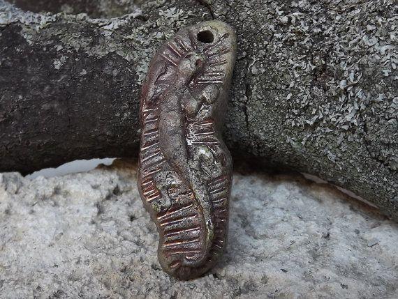 Ceramic pendant lizard raku by BlueBirdyDesign on Etsy, €5.00