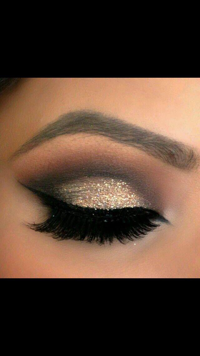 Gold smokey eye.