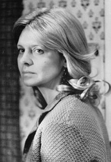 Melinda Dillon, 1976. plays the long-suffering wife . there can seldom have been a period film with such loving attention to detail, to the ways cars and dresses and living rooms and roadside diners looked during the Depression. All of these elements have been handled carefully, and with respect....thanks to Haskell Wexler's expert cinematography.