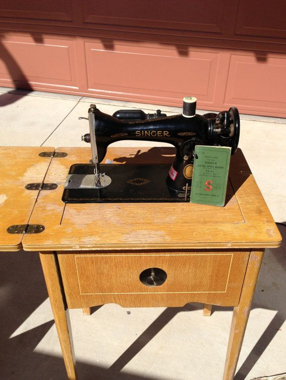 Vintage 1948 Electric Singer Sewing Machine and Sewing Table 15-91 - Pick up only