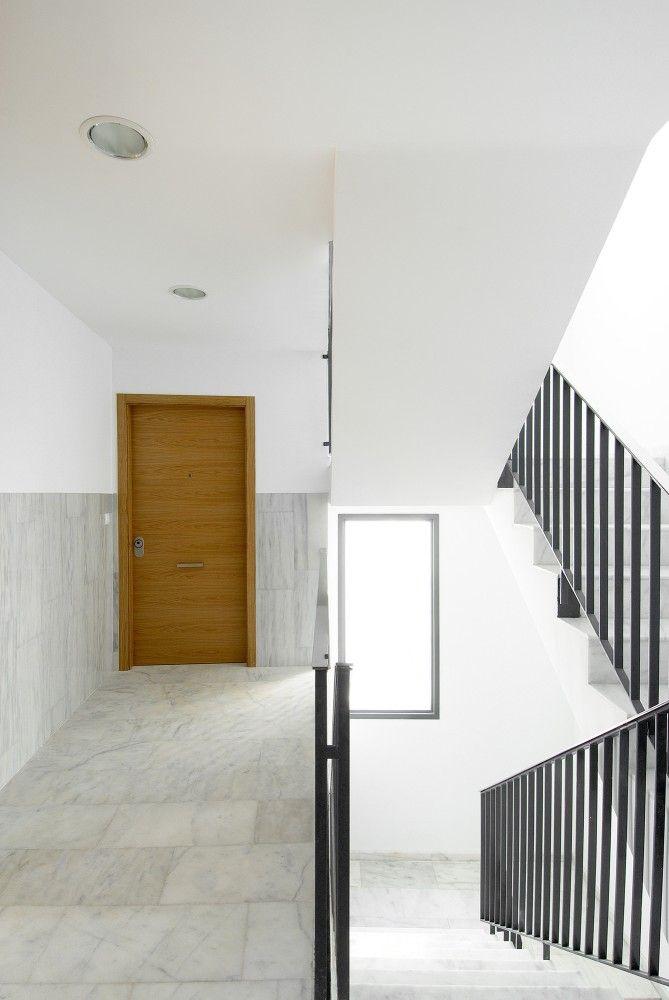 Edificio De 19 Viviendas En La Calle Viana / García Floquet Arquitectos