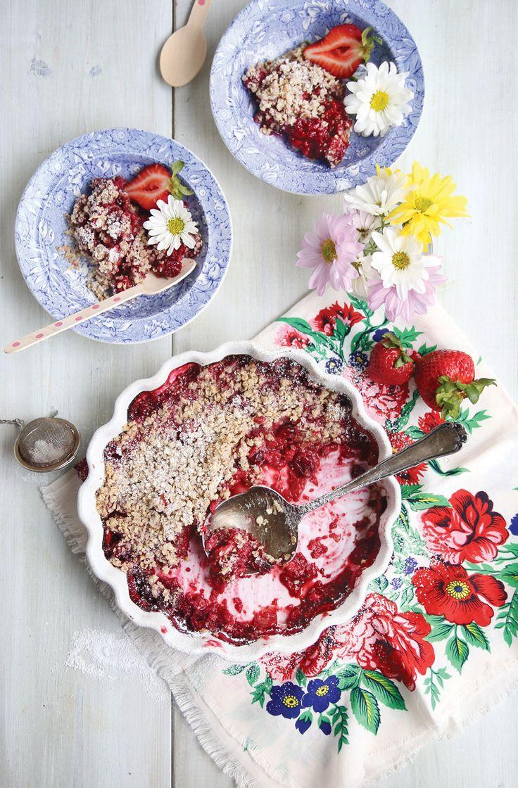 Vegan Raspberry Rhubarb Crumble
