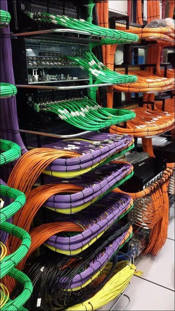 15 situaciones donde la gestión de cables creó un ambiente zen - https://dominiomundial.com/situaciones-donde-la-gestion-de-cables-creo-ambiente-zen/?utm_source=PN&utm_medium=Pinterest+dominiomundial&utm_campaign=SNAP%2B15+situaciones+donde+la+gesti%C3%B3n+de+cables+cre%C3%B3+un+ambiente+zen