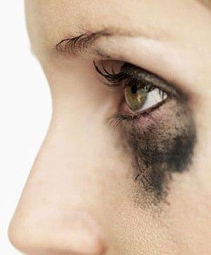 Entre los errores más comunes al momento de aplicar pestañina están: no rizar las pestañas, no desmaquillar correctamente los ojos, exagerar con la cantidad de pestañina aplicada y no peinar las pestañas después de aplicarla…