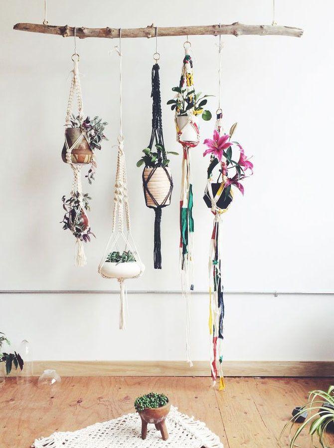 Decoração boho: galho + vasos pendurados com macramê. #boho #bohemianstyle #decoração #decor