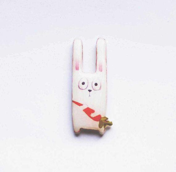 Hoi! Ik heb een geweldige listing gevonden op Etsy https://www.etsy.com/nl/listing/125981193/animal-pin-free-shipping-brooch-bunny
