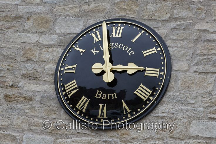 Loving this new clock at Kingscote Barn #kingscote #kingscotebarn #barnwedding #weddingphotography #kingscoteweddingphotographer #husbandandwifephotographers #tetburywedding