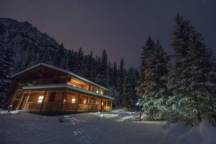 Besides the Banff Springs and Lake Louise Fairmont hotels, there are plenty of options for hotels in Banff. Here are our top pics of where to stay in Banff