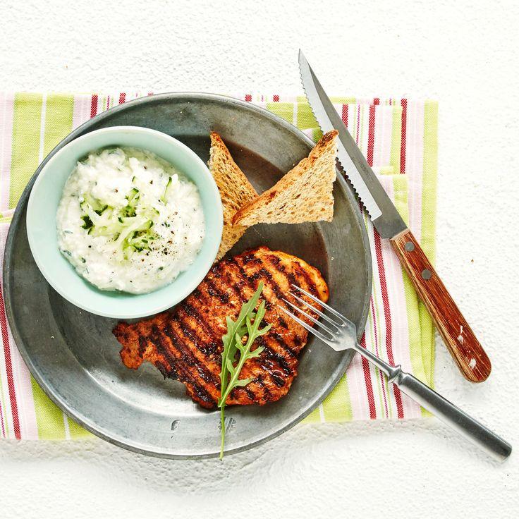 Kokeile tsatsikin joukkoon kurkun lisäksi kukkakaalia. . Tarjoa tuoreen leivän kanssa tai grilliruokien lisäkkeenä. Resepti vain noin 0,50 €/annos*.