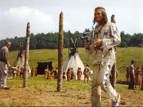 Winnetou II - Pierre Brice-Winnetou, in Drehpause mit Filmkamera, Karl May Film 1964