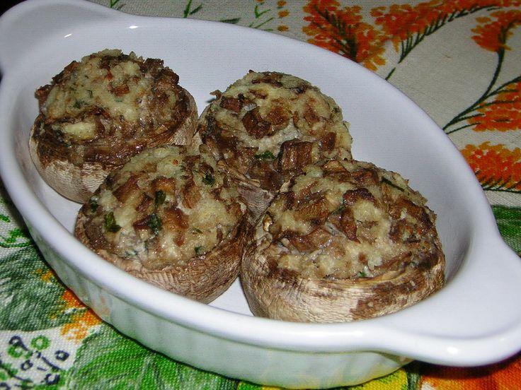 Preparare i funghi champignon ripieni al forno con fhiladelphia è semplicissimo e il risultato è ottimo, un contorno dal gusto morbido, cremoso