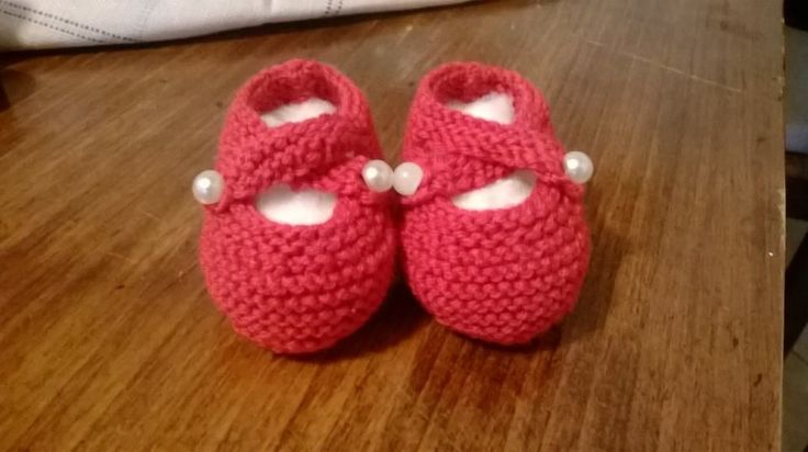 Knitted baby shoes - scarpine con schema