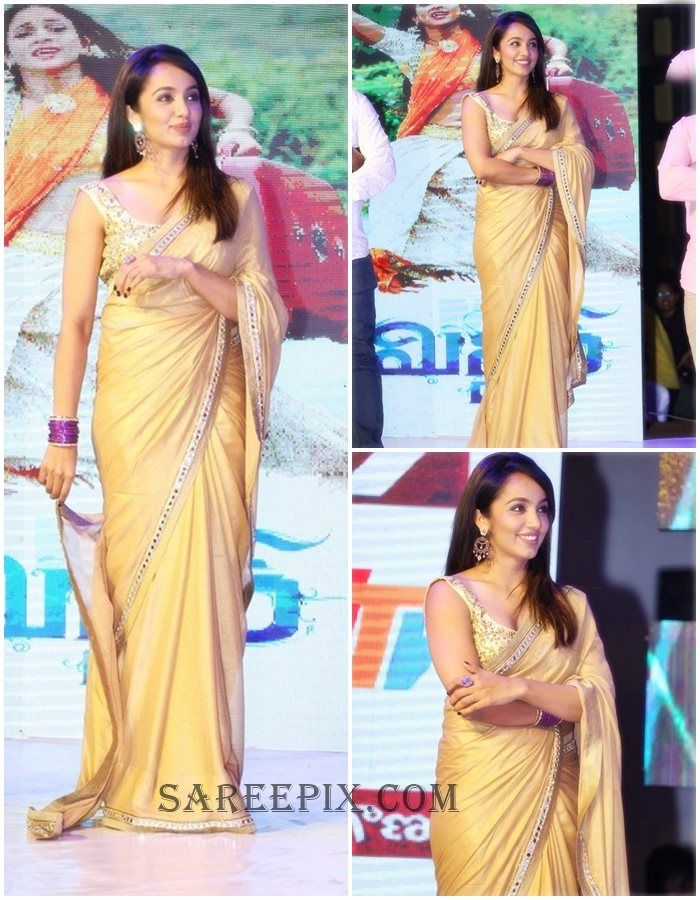 "Actress Tejaswi in tissue saree at Varun tej's ""Mister"" movie audio launch in Hyderabad.She looks gorgeous in sleeveless saree blouse with free hairstyle."