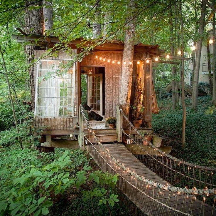 """10 Me gusta, 1 comentarios - Lovely Streets (@lovelystreetsofficial) en Instagram: """"Parecen casas de cuento, pero en realidad se pueden alquilar en Airbnb: cabañas en los árboles,…"""""""
