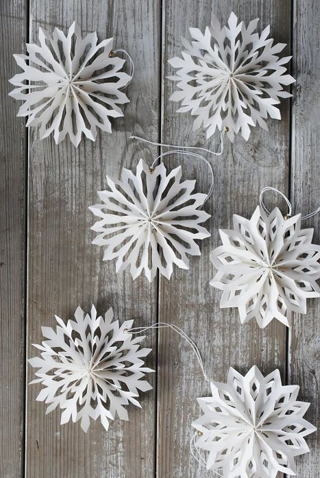 DIY-Inspiration für Winter Decor: snowflake decor for the festivities. Auch nach Weihnachten schön