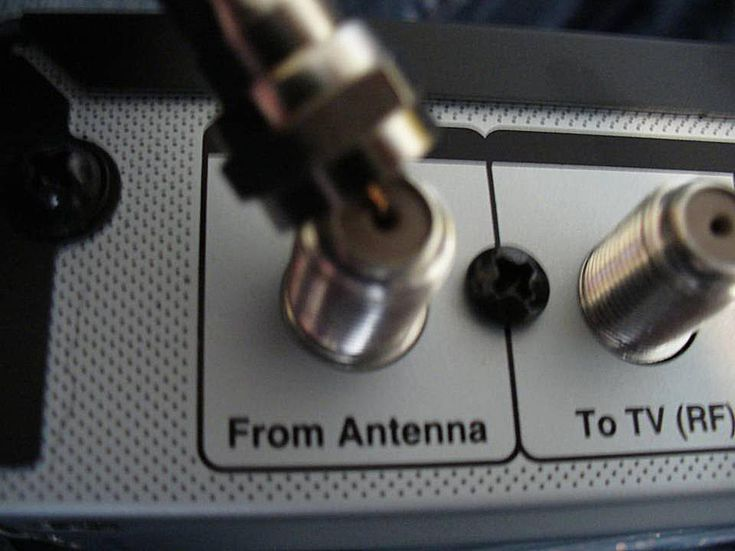 4 Steps to Connecting a DTV Converter Box to Your Analog TV: Step 1: Connect coaxial cable from antenna