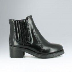 Boots ajourées à double boucles en cuir noir