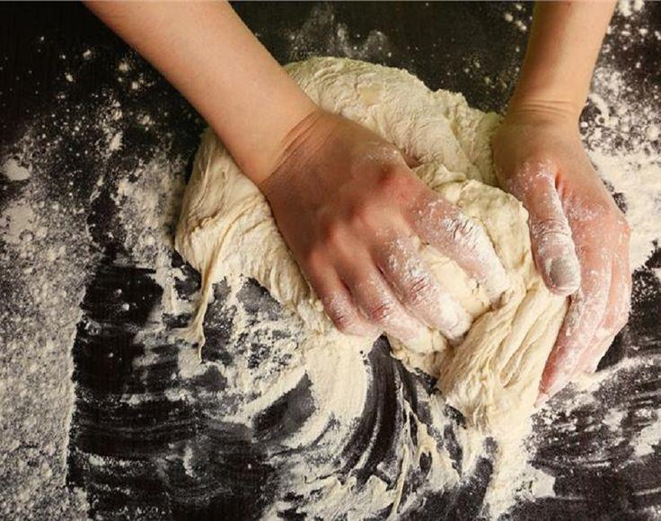 «Παραδοσιακό ψωμί με προζύμι». Έχετε σίγουρα δει αυτήν τη φράση να φιγουράρει στις βιτρίνες ή τα ράφια κάποιων φούρνων.