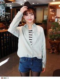 Today's Hot Pick :胸ポケット付きパステルカラーシャツ http://fashionstylep.com/SFSELFAA0012276/hkm0977jp/out 明るいパステルカラーのコットンシャツです。 着心地バツグンのコットン100%素材。 胸ポケットがさりげなくオシャレ度UP↑ ロールアップできるストラップ付きで5分袖アレンジ可能◎ ゆったりフィットするロング丈でイン・アウトどちらのアレンジも決まります。