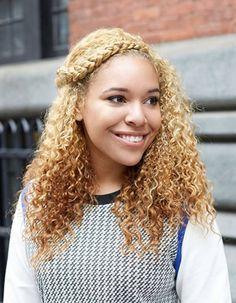 Cheveux afro frisés hiver 2015 - Coiffures afro : les filles stylées donnent le ton - Elle