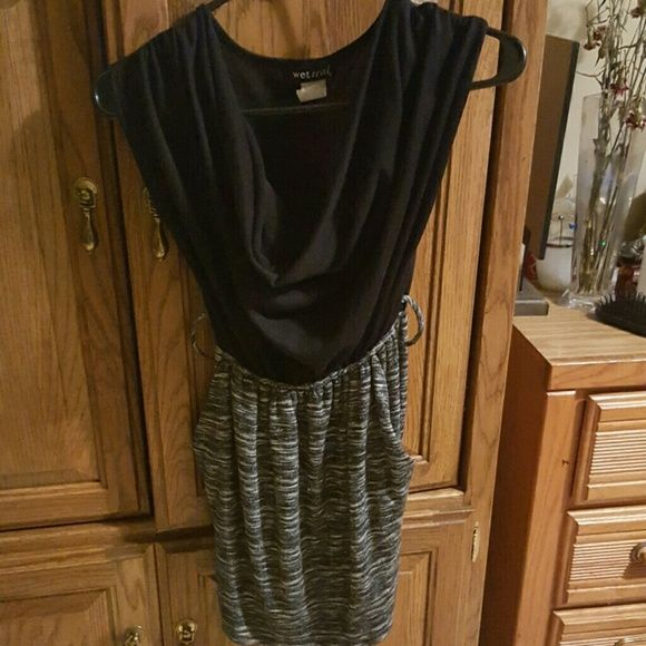 Scoop Neck Dress Never worn. Super cute and comes with belt! Wet Seal Dresses Mini