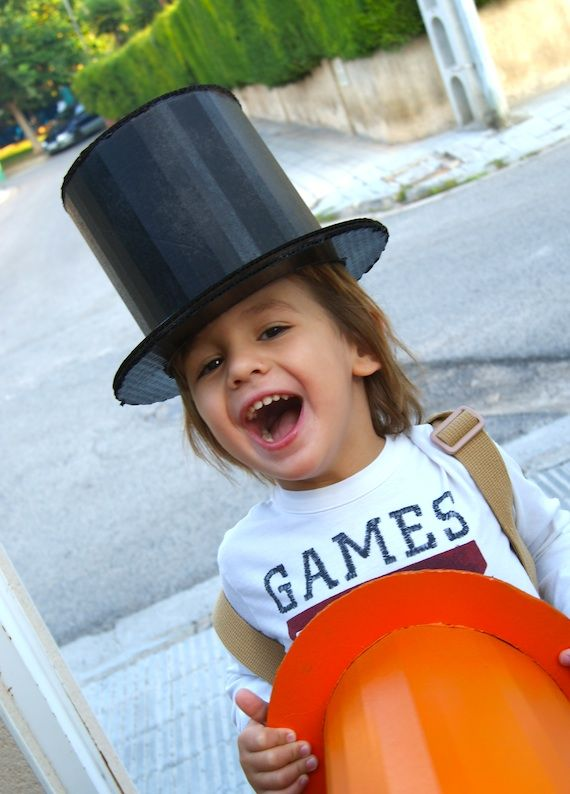 sombrero de carton. Get the kids all dressed up with this DIY top hat.