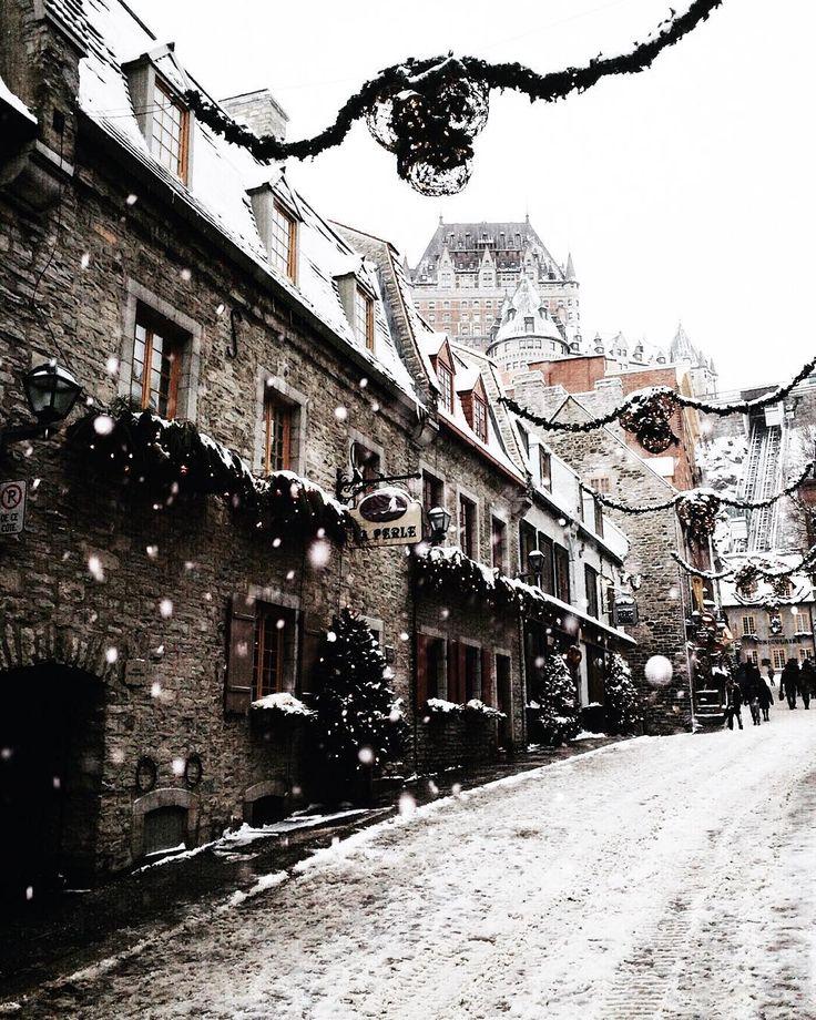 Rue Sous le Fort sous la neige , ville de québec