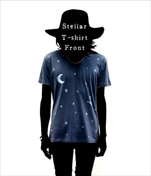 自作絵本の主人公『1君』が流れ星に乗って月を目指すという図案のTシャツです。夜空Tシャツと連作になっています。(このTシャツは前編)深いUネックが特徴。プリン...|ハンドメイド、手作り、手仕事品の通販・販売・購入ならCreema。