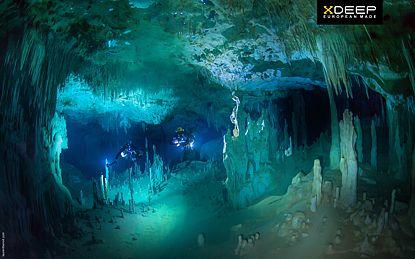 Nurkowanie jaskiniowe sidemount w meksyku w cenotach.