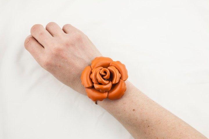 Thin bracelet with small Camelia Pumpkin orange - EmKha