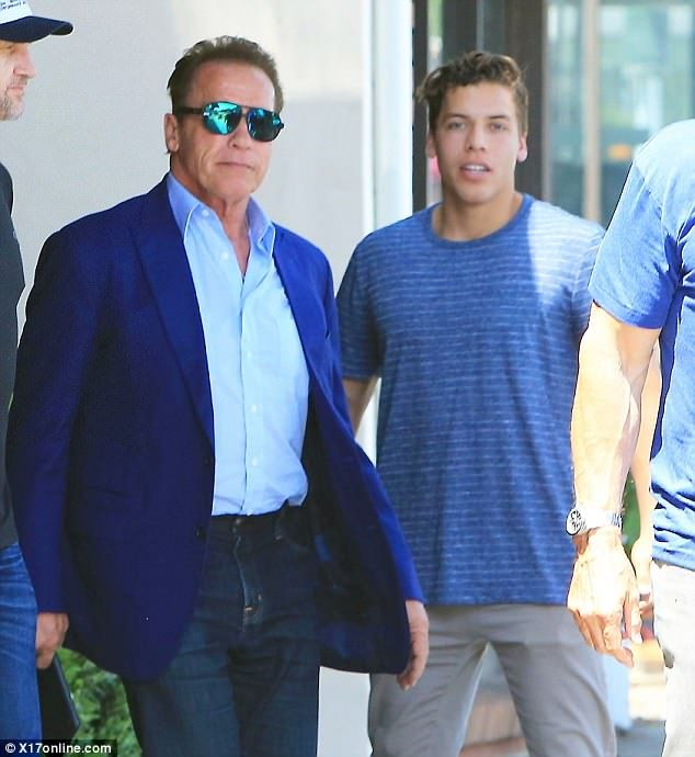 Arnold Schwarzenegger Out To Eat With Son Joseph Baena In Santa Monica In 2020 Arnold Schwarzenegger Schwarzenegger Schwarzenegger Son