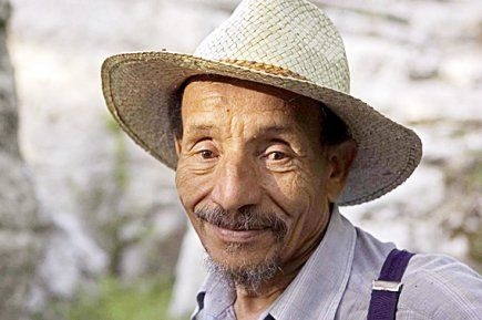 """PIERRE RAHBI - Initiateur du Mouvement Colibris, reconnu expert international pour la lutte contre la désertification, Pierre Rabhi est l'un des pionniers de l'agriculture écologique en France. Depuis 1981, il transmet son savoir-faire en Afrique en cherchant à redonner leur autonomie alimentaire aux plus démunis et à sauvegarder leur patrimoine nourricier. Auteur, philosophe et conférencier, il appelle à """"l'insurrection des consciences""""."""
