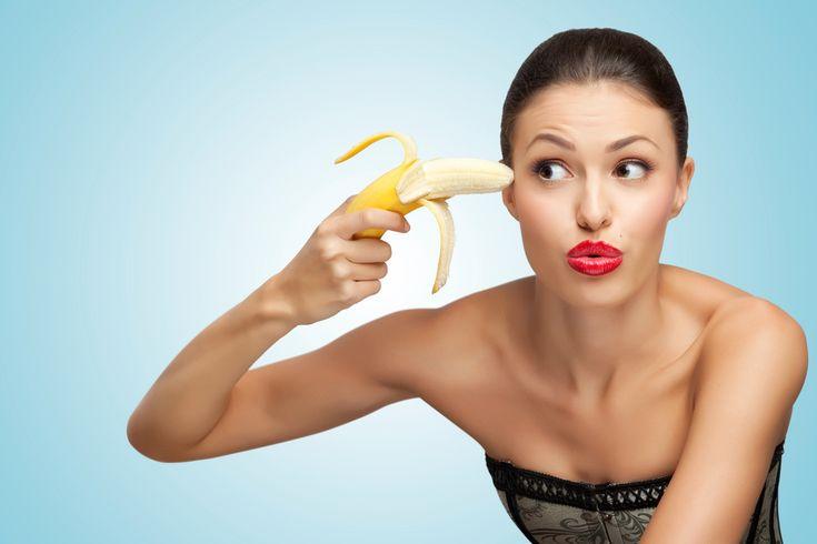 Temperaturile mai prietenoase fac ocazia perfectă să începi să-ți tratezi părul deteriorat, ca să te poți bucura din plin de coafurile feminine de primăvară. Uite cum îți poți face mască de păr naturală, din banană și avocado: Mască de păr cu banană Banana conține mult potasiu, care întărește firul de păr, fără să îl încarce.