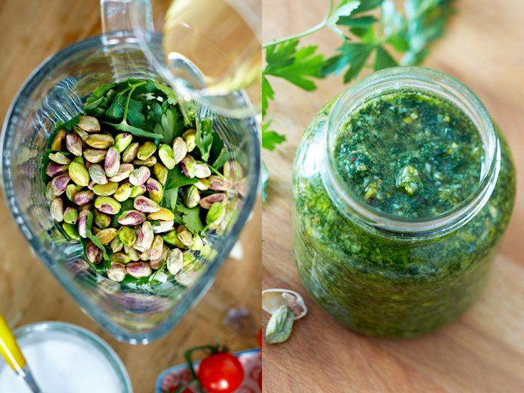 Pesto ist immer eine feine Sache, und dieses Pistazienpesto allemal. Wir zeigen, wie Sie aromatisches Pistazienpesto einfach selber machen.