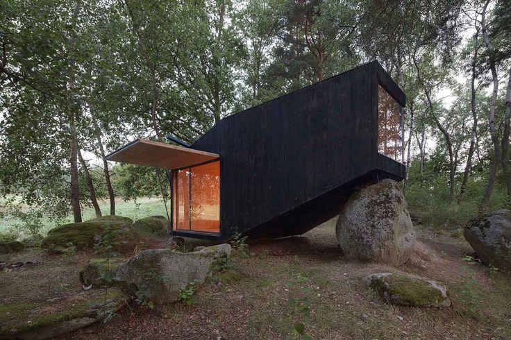 Forest Retreat by Uhlik Architekti   Yellowtrace