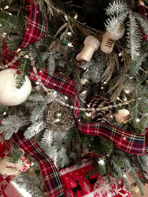 Red and white plaid theme for tree