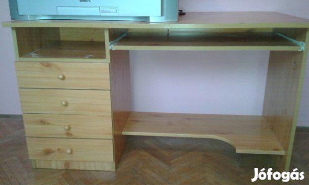 Eladó tölgyfa íróasztal: Eladó használt, de jó állapotban lévő világos tölgy íróasztal három fiókkal, kihúzható klaviatúra tartóval.  Adatok: …