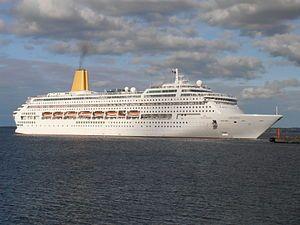 Oriana. Ιδιοκτησία: Carnival UK. Διαχείριση: P&O Cruises. Παρθενικό ταξίδι στις 09/04/1995. 69.153GT ~ 260 μ.μ. ~ 32,20 μ.πλάτος ~ 24~26,2knots ~ 1.822~1.928 επ. ~ 794 α.πλ. (Μέχρι τις 28/12/2014 είχε κίτρινο φουγάρο, από τις 01/01/2015 μπλε).