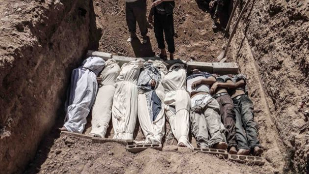 Chemical Warfare Effects | bodies are buried in ghouta syria after a chemical weapon attack ...