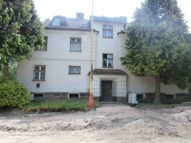 Aukce pohledávky z hypotečního úvěru 2508201513 Lokalita Hostinné Nejnižší podání 1 969 000 Kč