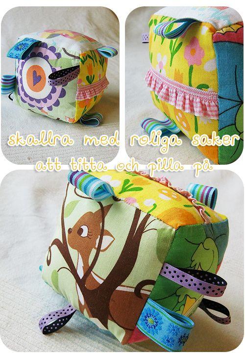 Fun baby toy made from fabric scraps. From stjernfalls blogg alla möjliga såna här leksaker med lappar och prassel innanför är superroliga att både sy och för babyn att leka med! (och så får man använt stuvbitar och band)
