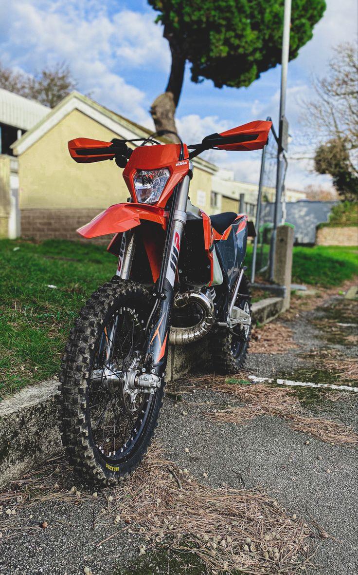 Yamaha MT-01 Rugby Racer Motorrad Fotos & Motorrad Bilder