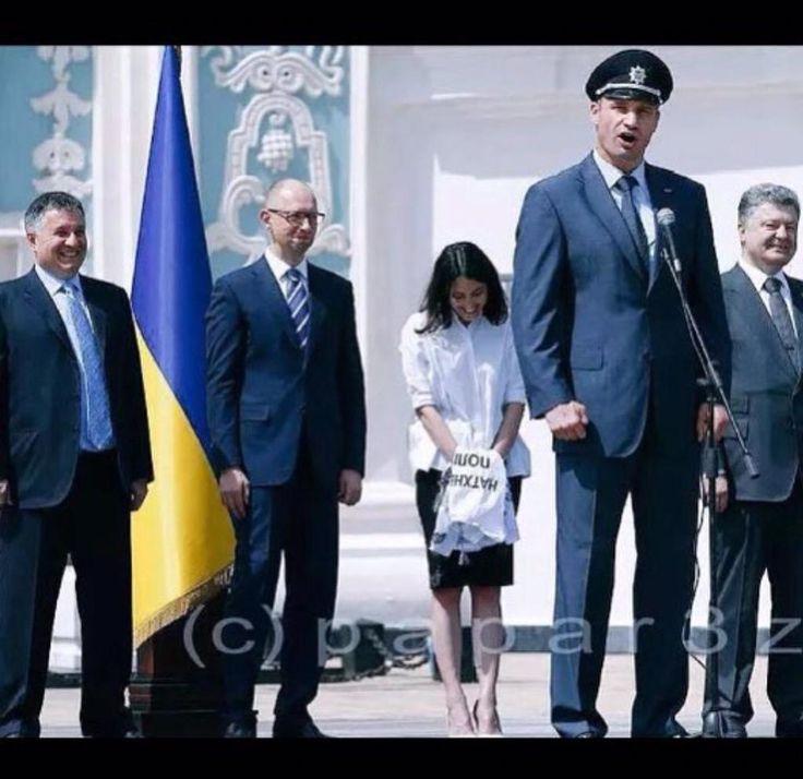 #шуткаюмор  «Полицейская академия» по-украински: Кличко: курсанты, вы мать вашу служите США, мать вашу.
