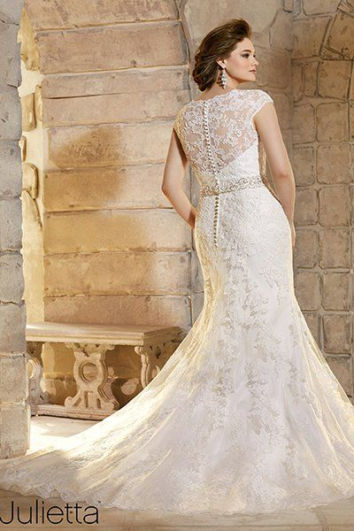 Beautiful  Wedding Dresses That Are Perfect for Curvy Brides