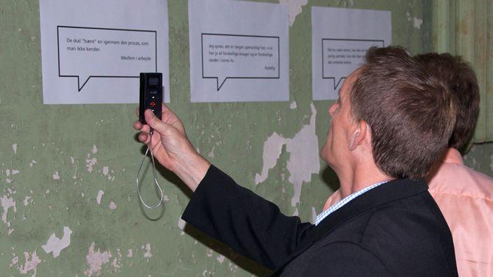 Ein Kellerraum wurde mit visualisierten und vertonten Kommentaren von Angestellten, Mitgliedern und Repräsentanten in Szene gesetzt.