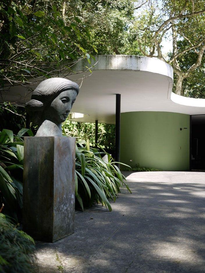 Oscar Niemeyer, 1907 - 2012 Casa das Canoas, 1952, Rio de Janeiro luifel rond tuin groen