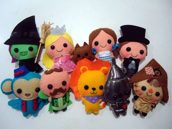I want all of these! Look how cute they are!! Felt plush Wizard of Oz dolls