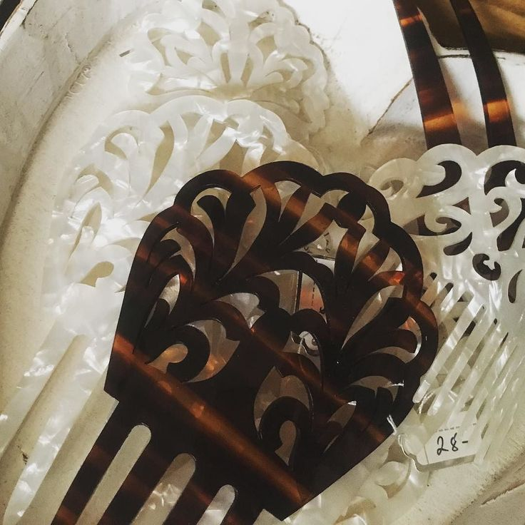 I brought these lovely combs back from Spain  wouldnt the mother of pearl finish ones make a beautiful bridal accessory ! #bride #weddinghair #weddingdetails #weddingstyle #bridalaccessories #madeinspain #spanishcomb #mantillaveil @wendylouisedesigns @brisbanearcade