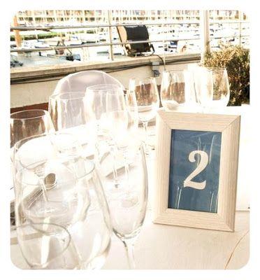 bodas mirando al mar: Meseros originales Número de mesa, table number. Número de mesa de www.enunclip.com en un marco de foto